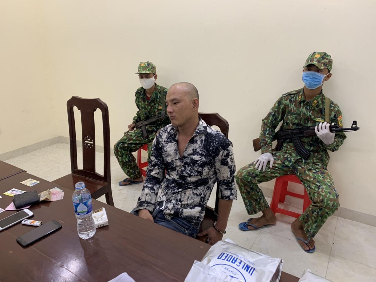 Một đối tượng vận chuyển gần 21kg ma túy qua biên giới bị bắt