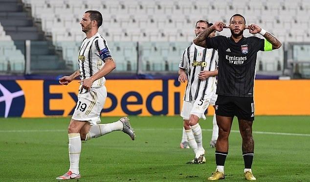 Depay ăn mừng bàn thắng mở tỷ số vào lưới Juventus