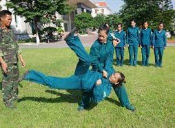 Khi nữ quân nhân luyện võ