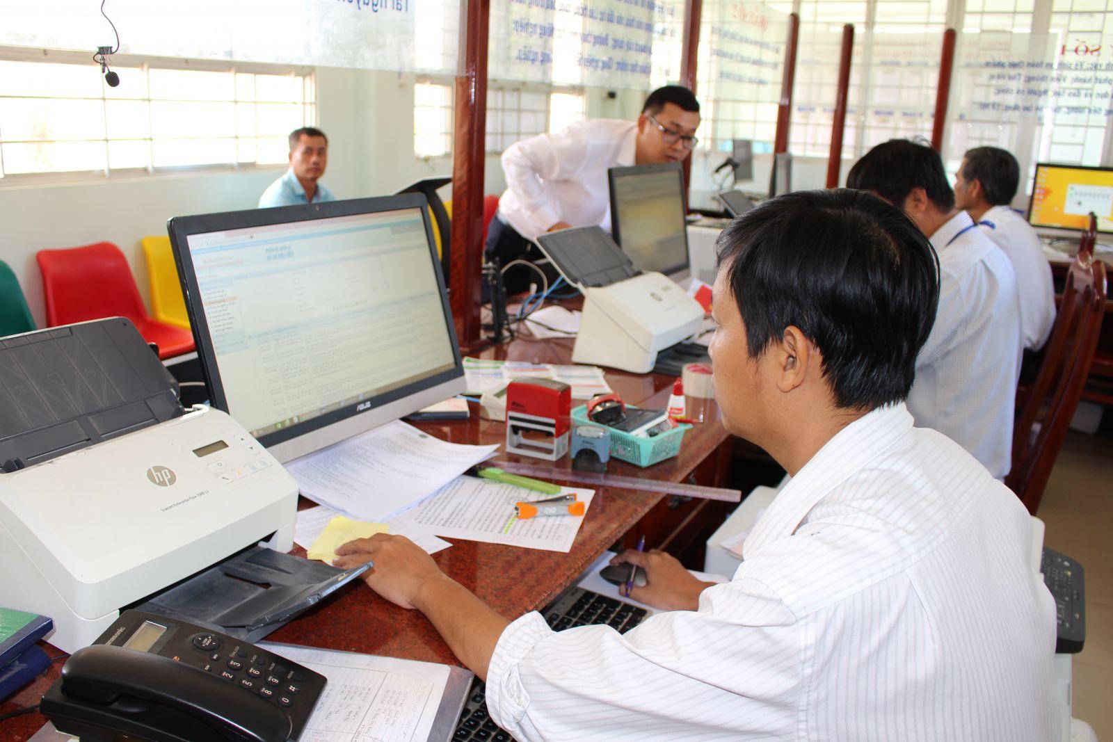Việc ứng dụng công nghệ thông tin trong hoạt động của cơ quan hành chính nhà nước được triển khai đồng bộ từ tỉnh đến cơ sở