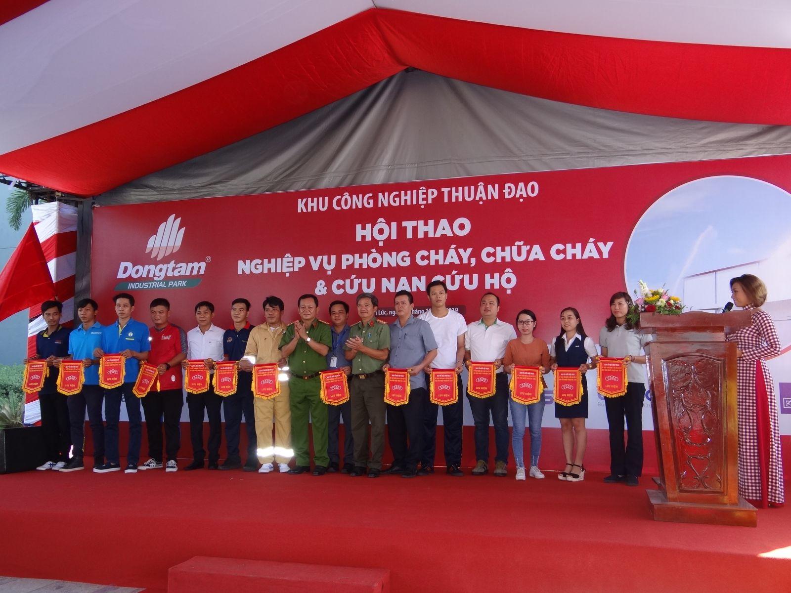 Hội thao nghiệp vụ chữa cháy trong Khu công nghiệp Thuận Đạo