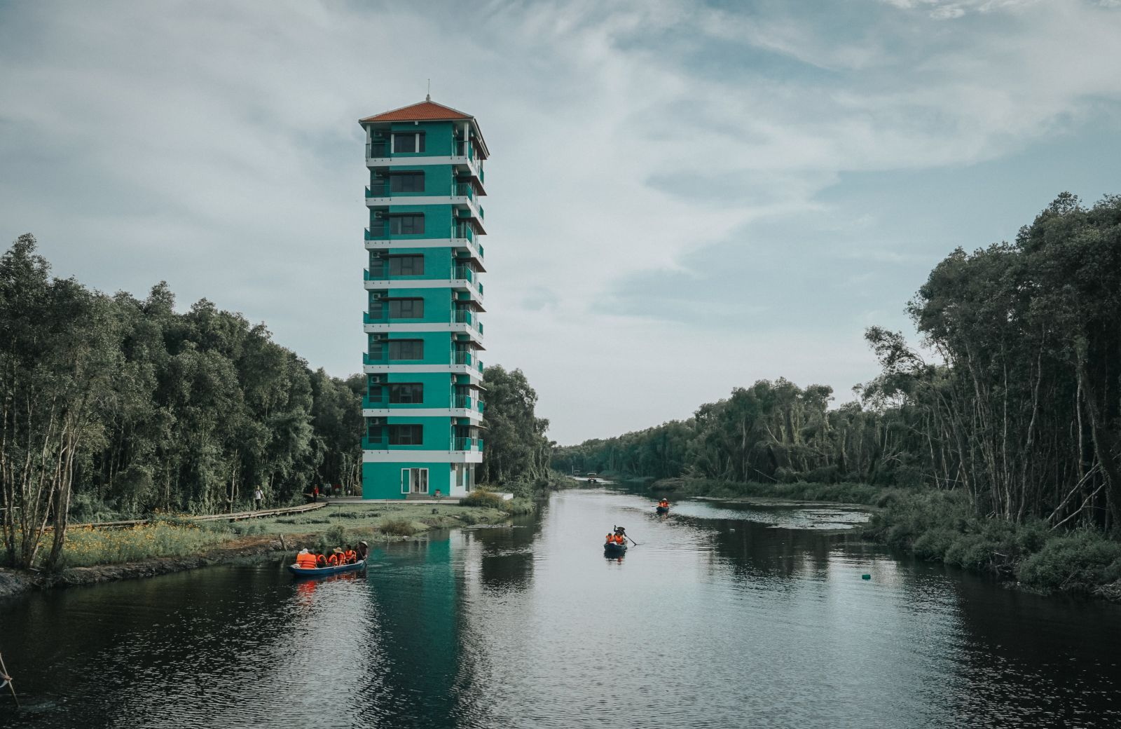 Khu du lịch sinh thái Làng nổi Tân Lập là một trong những địa điểm du lịch tại Long An thu hút du khách