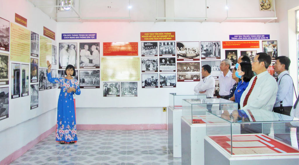 The exhibition has more than 127 images, documents, exhibits, publications introducing the life and career of President Ton Duc Thang