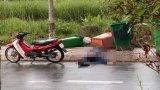 Bến Lức: Một người đàn ông chết bất thường bên lề đường