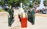 Long An: Tặng 2.500 khẩu trang y tế cho Đồn Công an Cửa khẩu Quốc tế Prayvo