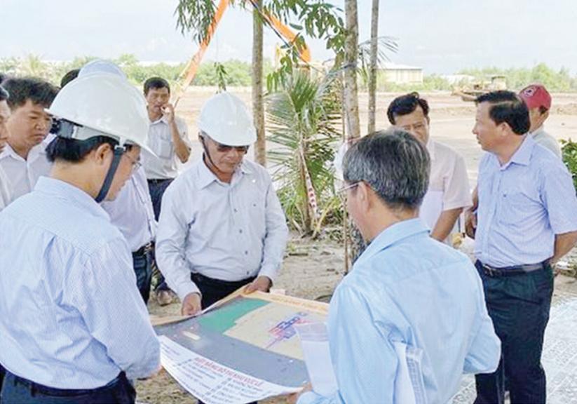 Lãnh đạo tỉnh khảo sát tiến độ xây dựng hạ tầng Khu công nghiệp Hựu Thạnh