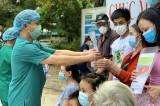 Bệnh nhân 21 tháng tuổi khỏi Covid-19 ra viện cùng 13 người khác