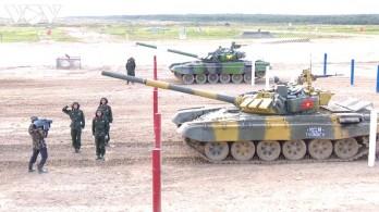 Việt Nam hoàn thành vòng thi bán kết Tank Biathlon 2020