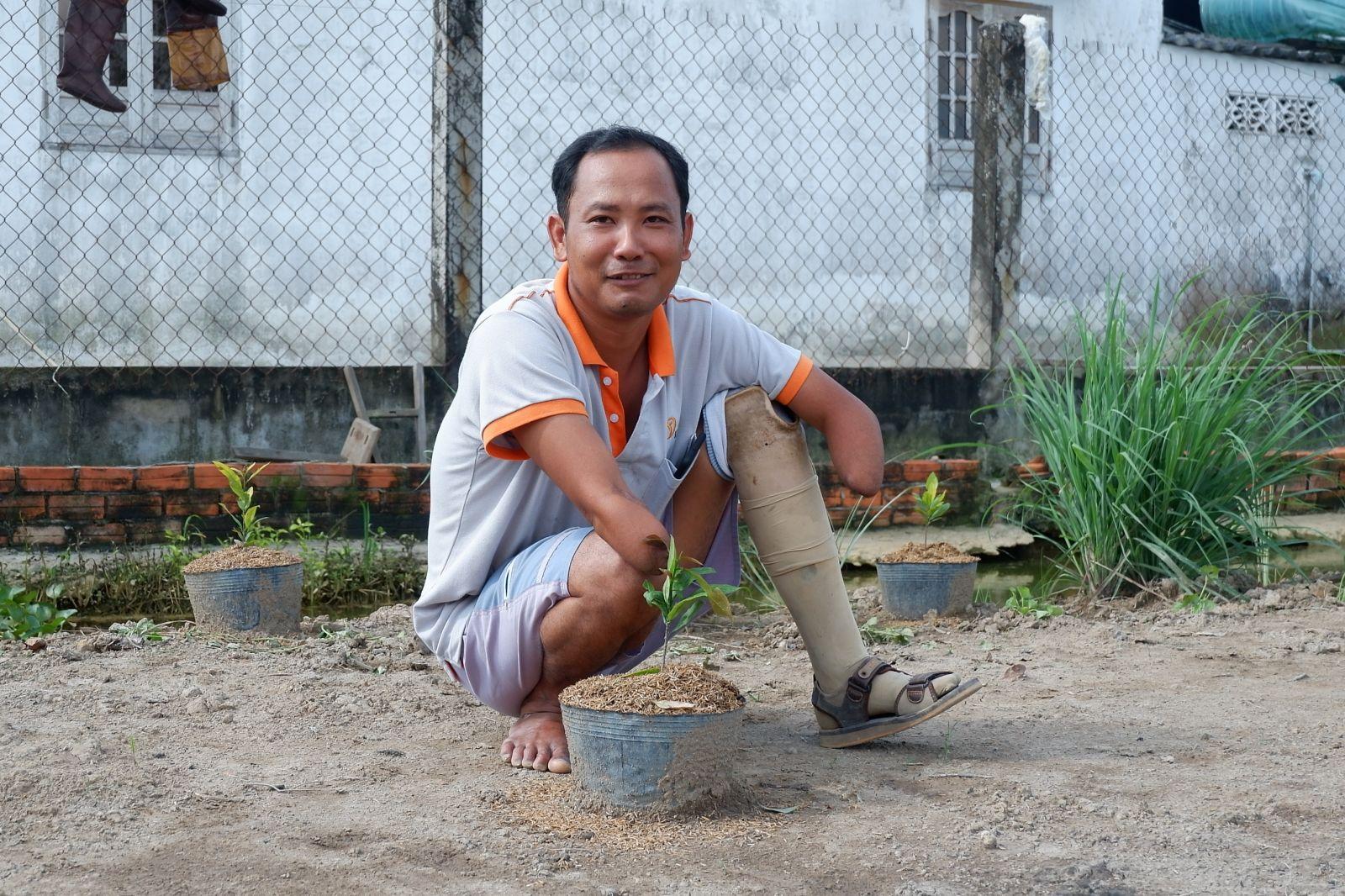 Không buông xuôi cho số phận, anh Trần Văn Đến luôn nỗ lực vươn lên trong cuộc sống đời thường