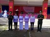 """Bộ đội Biên phòng Long An hỗ trợ """"Nâng bước em đến trường"""" cho hàng trăm học sinh"""