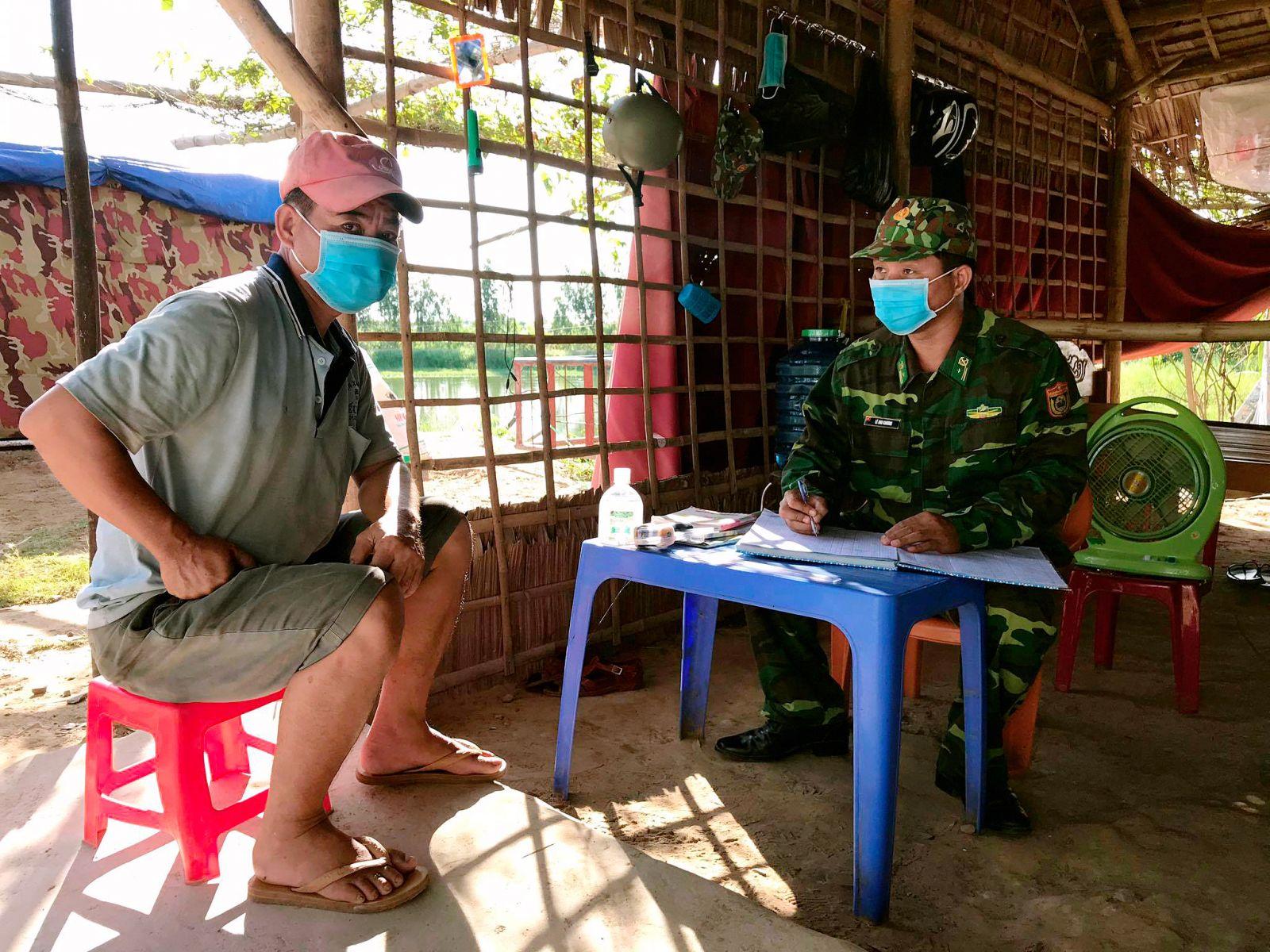 Cán bộ Đồn Biên phòng Sông Trăng điều tra, làm rõ vụ việc nhập cảnh trái phép