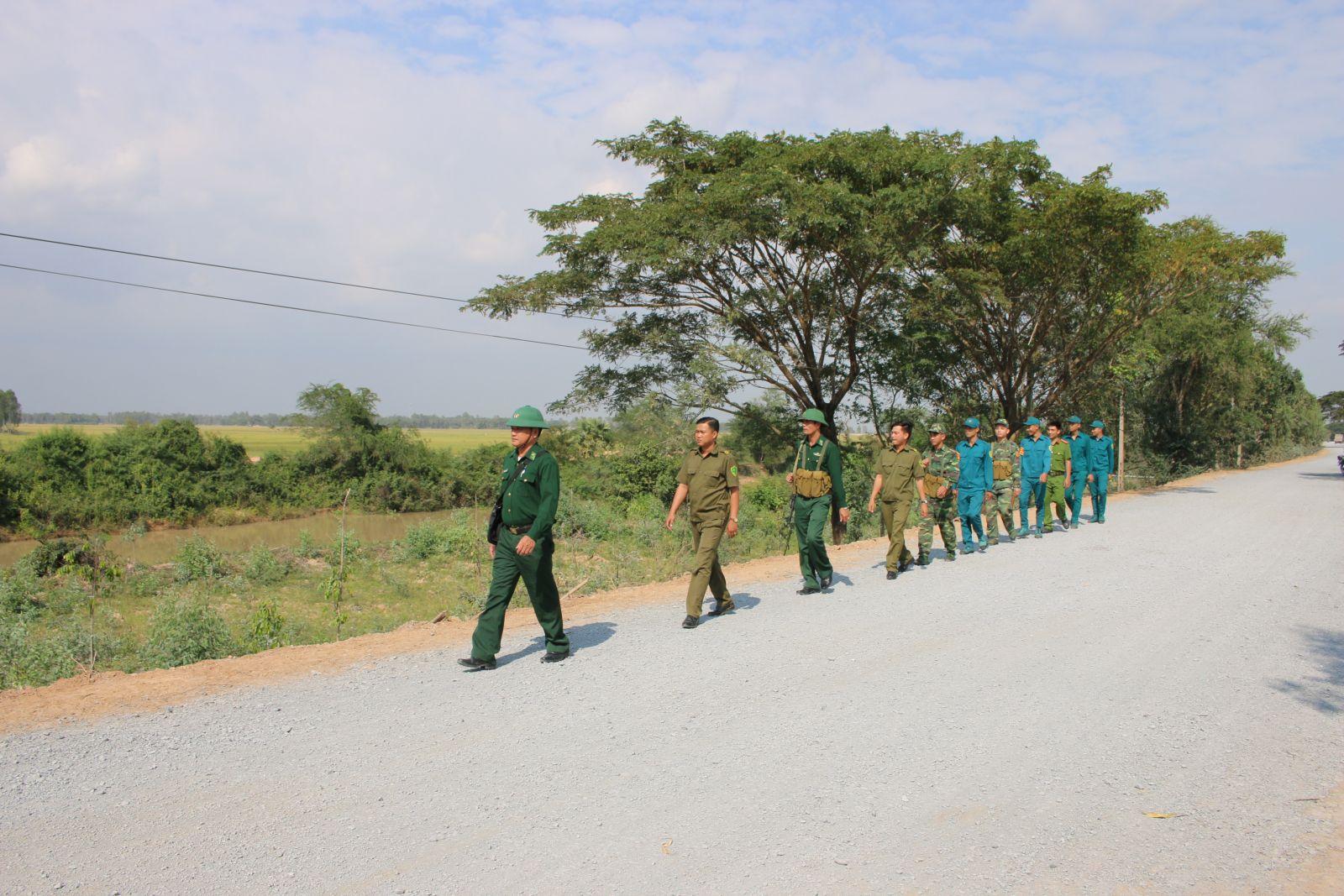 Các lực lượng phối hợp tuần tra kiểm soát biên giới