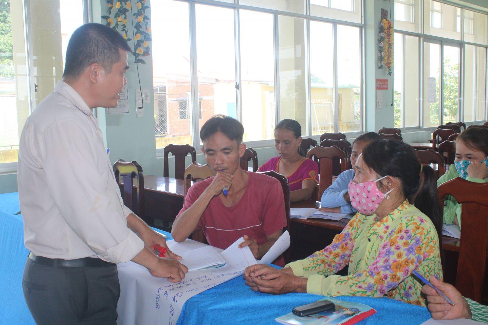 Lớp dạy nghề cho lao động nông thôn, tạo điều kiện cho người dân tiếp cận khoa học - kỹ thuật