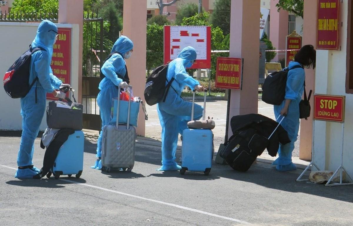 Công dân Việt Nam từ nước ngoài trở về được cách ly theo dõi. (Ảnh: Xuân Triệu/TTXVN)