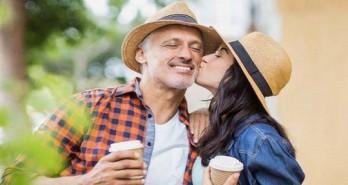 Vì sao phụ nữ thích đàn ông lớn tuổi hơn?