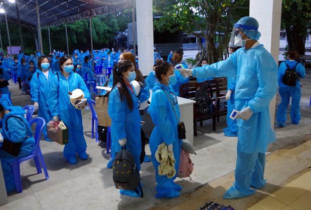 Sóc Trăng tiếp nhận và cách ly tập trung 146 công dân từ Singapore về nước. (Ảnh: Trung Hiếu/TTXVN)