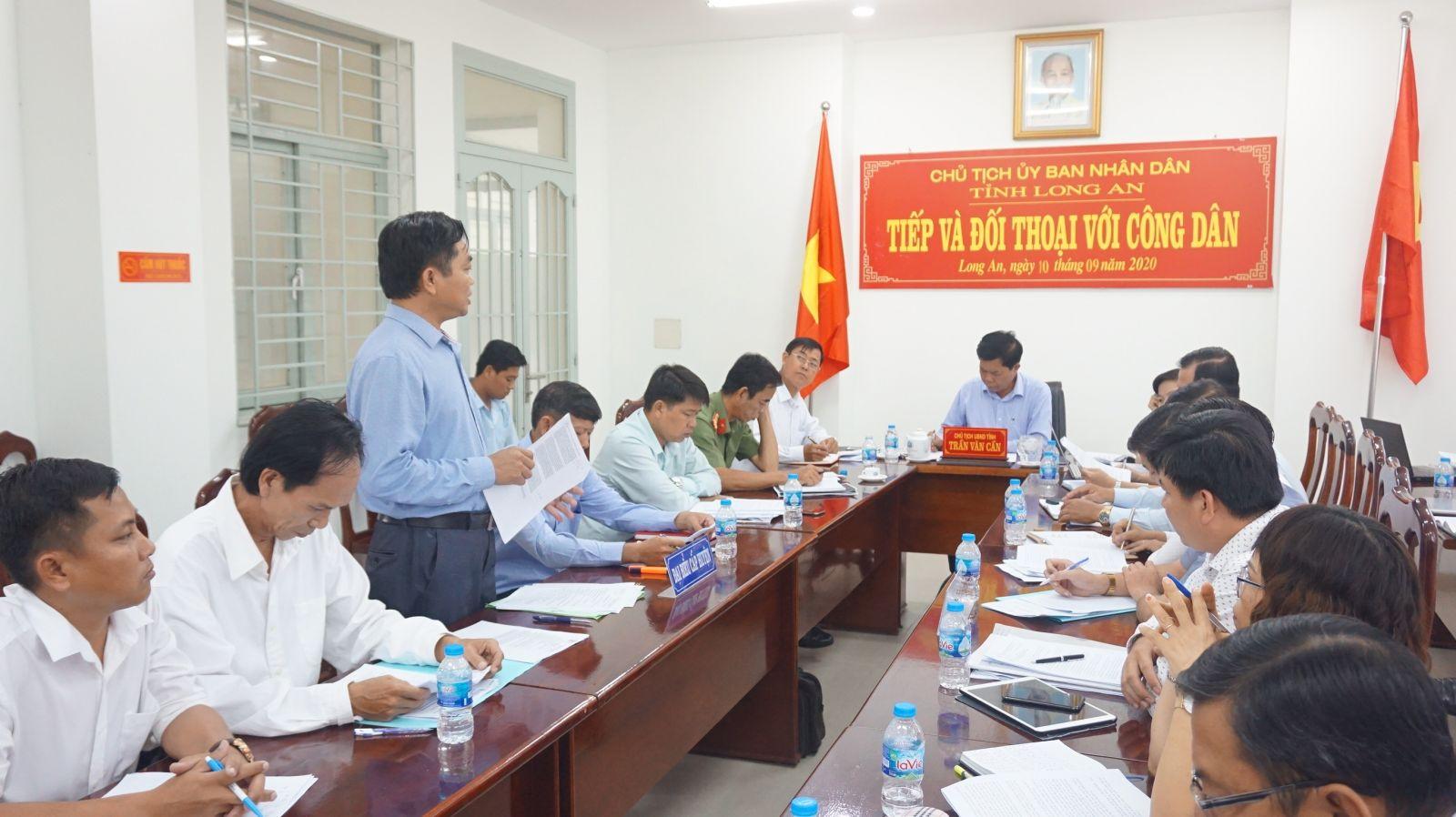 Chủ tịch UBND tỉnh - Trần Văn Cần trong buổi tiếp, đối thoại công dân
