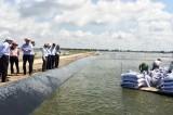 Kiểm tra nguồn nước thải Cty Vĩnh Hoàn trước khi xả ra kênh