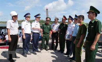 Cảnh sát biển đồng hành cùng ngư dân huyện đảo Bạch Long Vĩ
