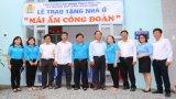"""Liên đoàn Lao động tỉnh Long An trao tặng 3 căn nhà """"Mái ấm Công đoàn"""""""