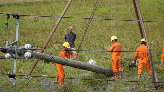 Bão số 5 gây ra nhiều thiệt hại về cơ sở hạ tầng tại các tỉnh miền Trung. Ảnh: Nguyễn Phúc