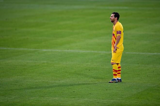Messi được cho là vẫn nhắm đến một đội bóng khác sau khi miễn cưỡng ở lại Barcelona. AFP