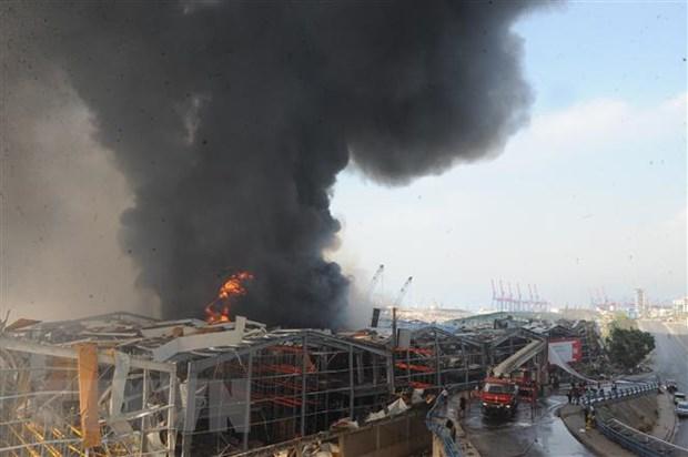 Khói lửa bốc lên từ hiện trường vụ hỏa hoạn ở cảng Beirut, Liban ngày 10/9/2020. (Ảnh: THX/TTXVN)