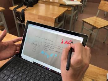 Quy định mới cho phép học sinh dùng điện thoại trong lớp để phục vụ học tập