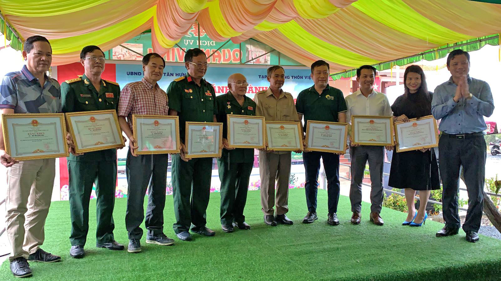 The collectives and individuals are commended for their contributions to the implementation of social work in Tan Hung district