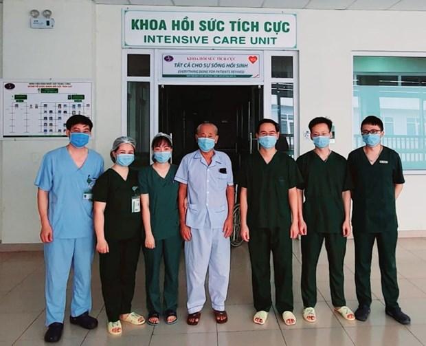 Trường hợp được công bố khỏi COVID-19 tại Bệnh viện Bệnh nhiệt đới Trung ương. (Ảnh: PV/Vietnam+)