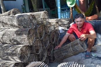 Mekong Delta farmers wait for floodwaters