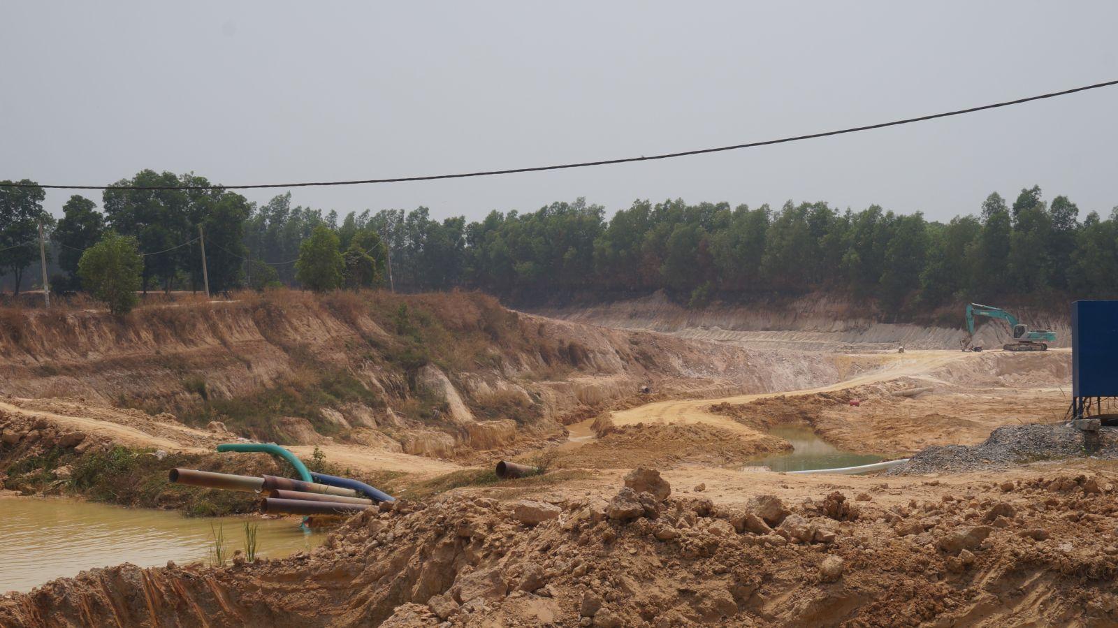 Doanh nghiệp khai thác hầm đất vượt công suất