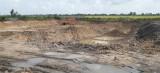 Tạm giữ 28 phương tiện khai thác đất trái phép ở xã Hưng Điền