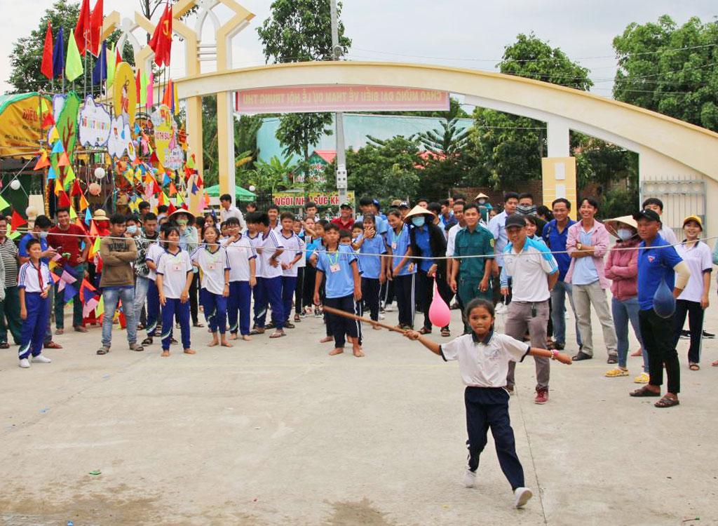 Children participate in folk games