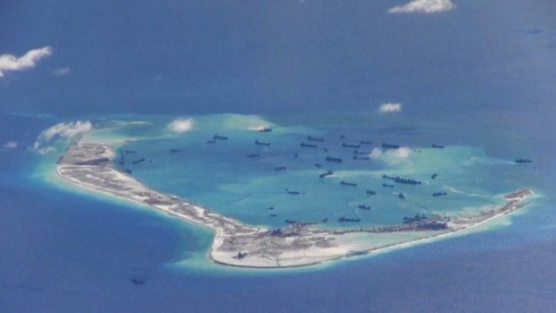 Hoạt động bồi lấp, xây dựng đảo trái phép của Trung Quốc ở Biển Đông. (Nguồn: Reuters)