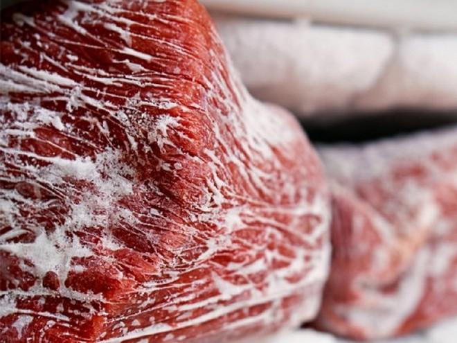 Thịt bảo quản trong tủ lạnh quá lâu có thể bị cháy lạnh. Ảnh: Shutterstock