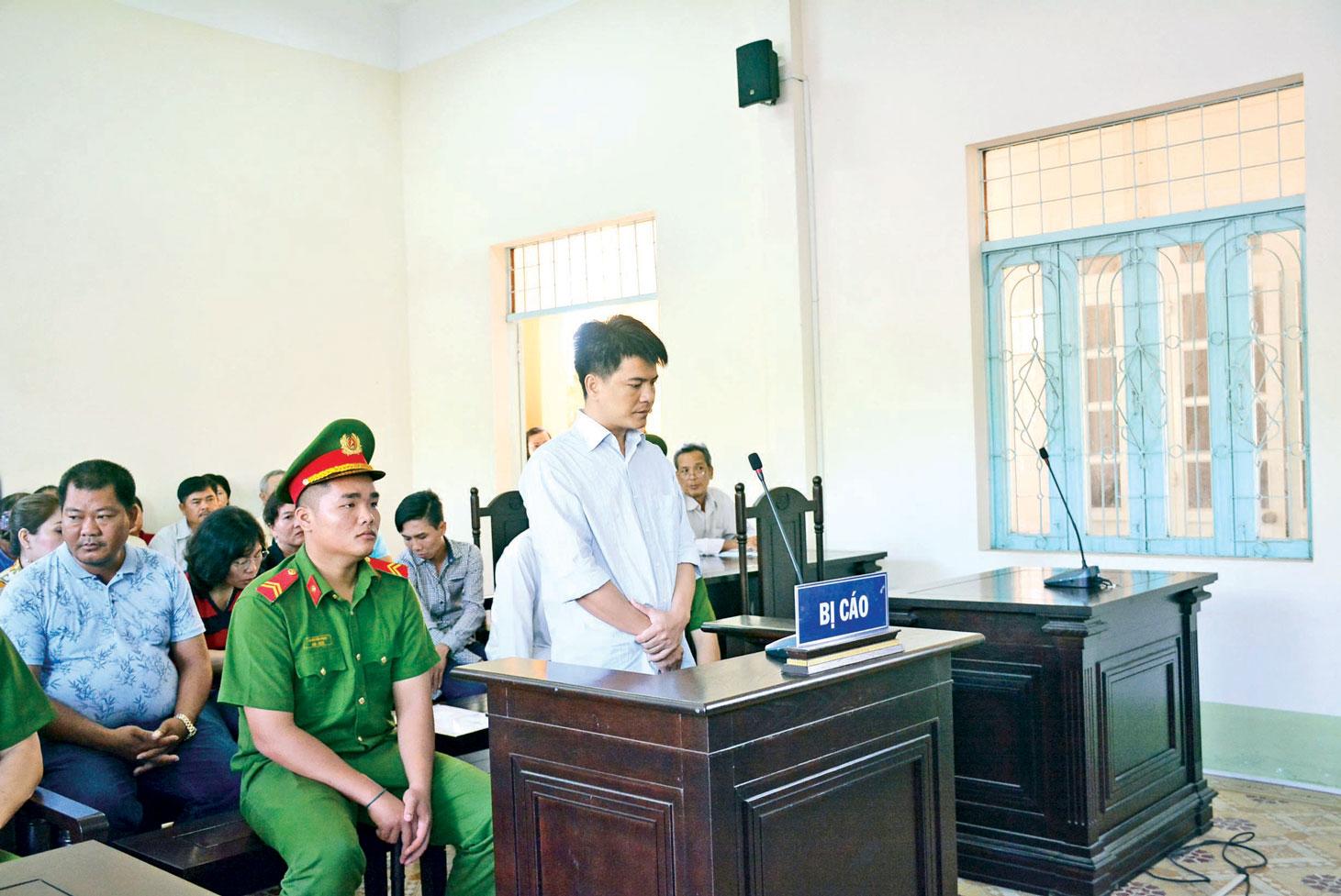 Bị cáo Phạm Thành Hiếu nhận mức án 12 năm  tù sau khi gây ra vụ tai nạn thảm khốc tại  Ngã 4 Bình Nhựt