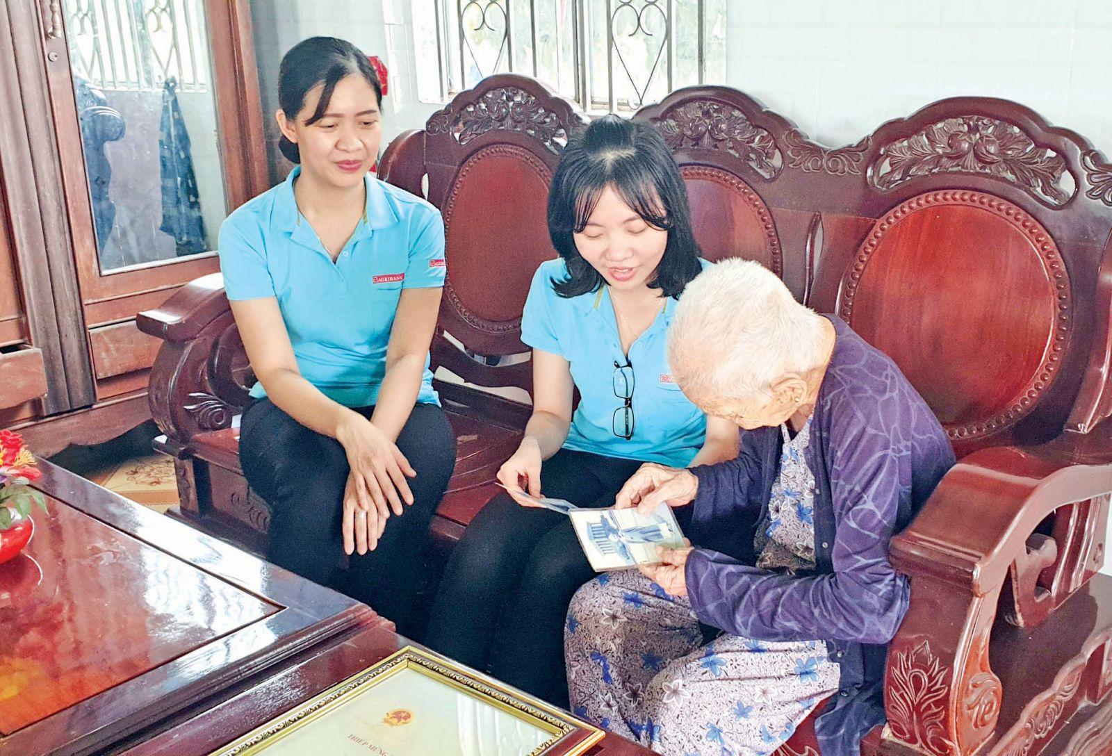 Đoàn cơ sở Agribank quan tâm tổ chức các hoạt động thăm hỏi, phụng dưỡng Mẹ Việt Nam Anh hùng ở huyện Châu Thành hàng quí và những ngày lễ lớn