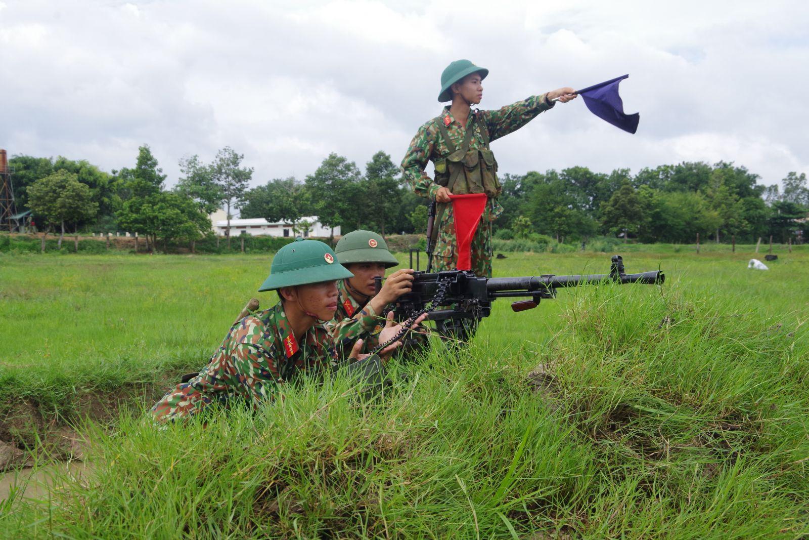 Tiểu đội trung liên luyện tập phương án sẵn sàng chiến đấu tiêu diệt mục tiêu