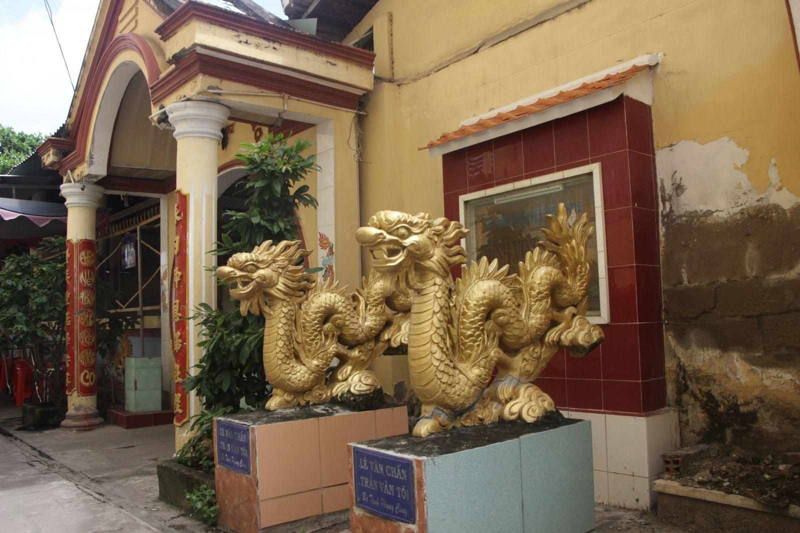 Đình Vĩnh Phong vẫn trang nghiêm ở đó, bên Rạch Cây Gáo, cạnh chợ Thủ Thừa. Hàng năm, người dân vẫn tổ chức lễ giỗ ông vào ngày 10/10 Âm lịch