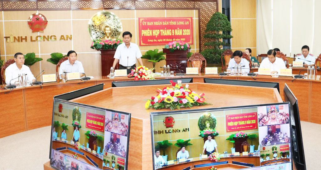 Chairman of the Provincial People's Committee - Tran Van Can asked leaders of departments, branches and localities to drastically prevent and fight Covid-19 epidemic