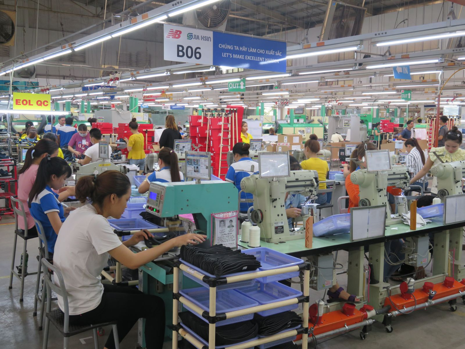 Facing difficulties caused by the Covid-19 epidemic, the Taxation Department and Customs Department continue to set a goal of transparency in policy, simplification of administrative procedures (Photo: Mai Huong)