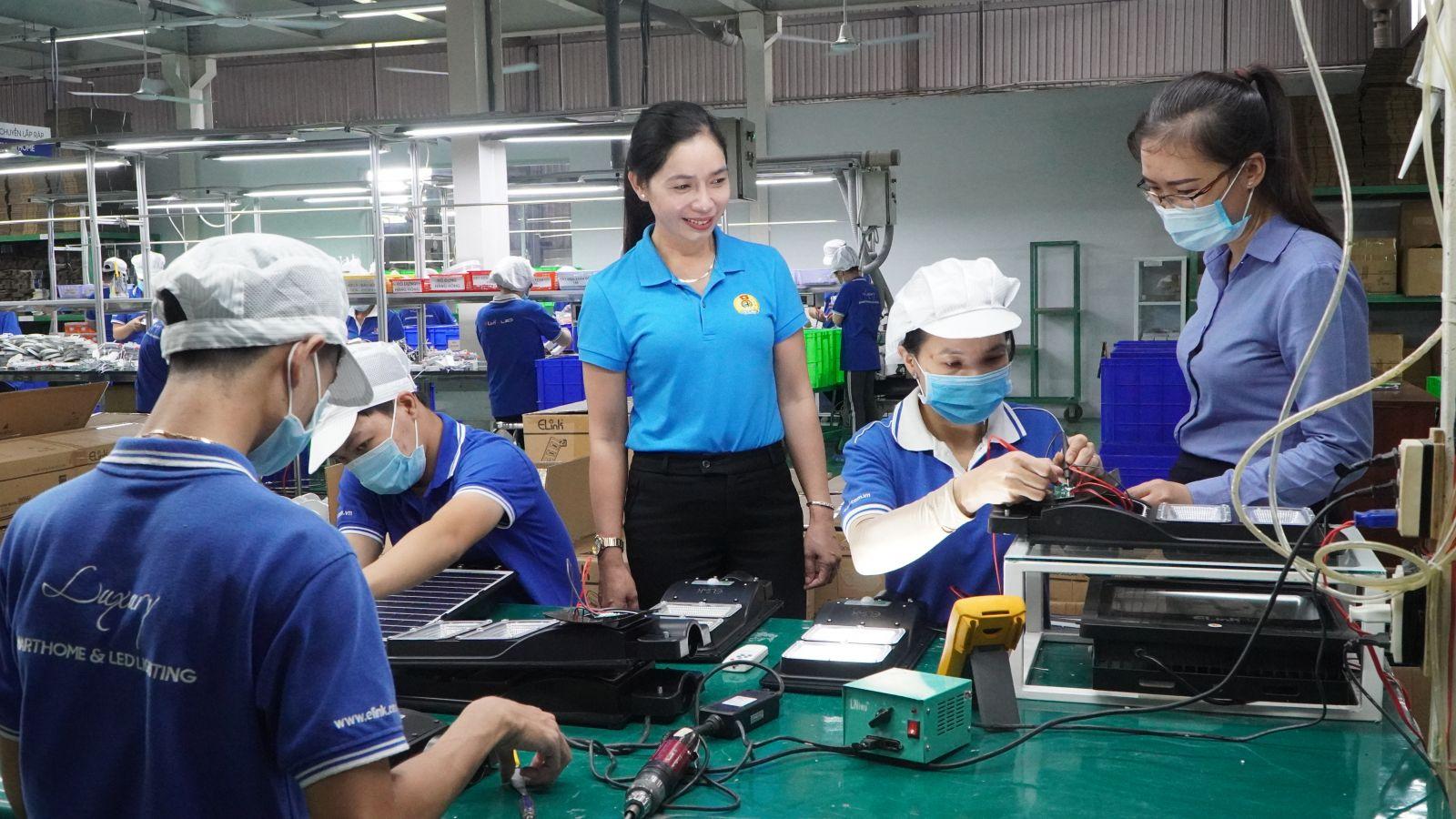 Hoạt động sản xuất, kinh doanh của doanh nghiệp trên địa bàn tỉnh dần được phục hồi và từng bước trở lại sản xuất bình thường