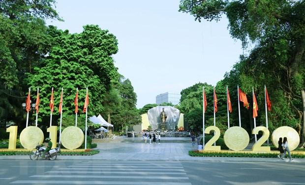 Khu vực tượng đài Lý Thái Tổ chào mừng 1.010 năm Thăng Long-Hà Nội. (Ảnh: Hoàng Hiếu/TTXVN)