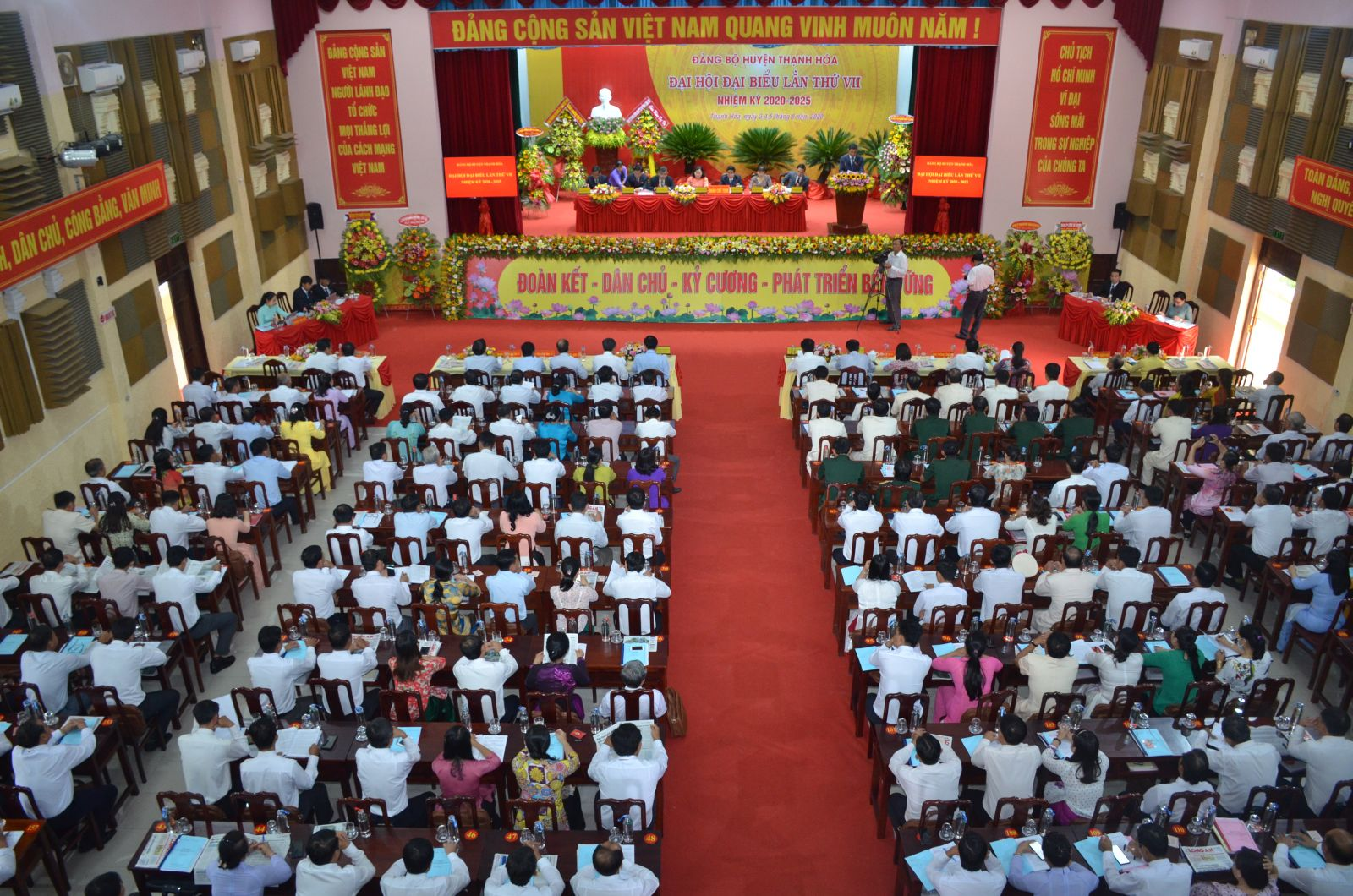 The assignment, arrangement and allocation of cadres were implemented by localities and units right after the congress (Photo: The Party Committee Congress of Thanh Hoa district)
