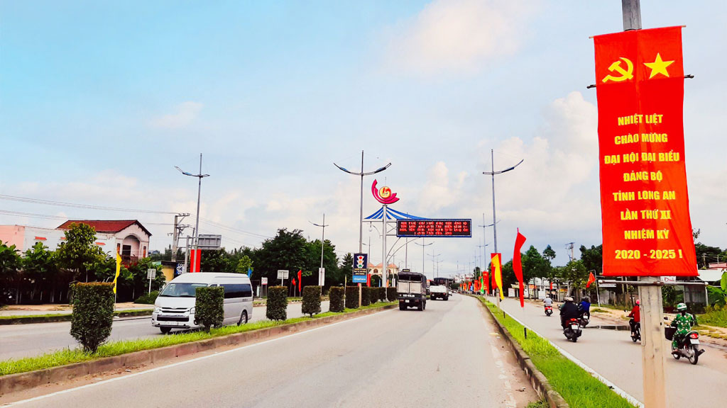 The appearance of Long An province is decorated with the beauty, lighting system and decorative beautiful lights