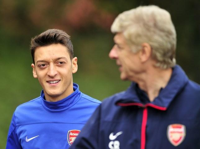 HLV Wenger cho rằng, tình trạng Ozil lúc này là lãng phí đáng tiếc cho cả Arsenal và chính tiền vệ người Đức