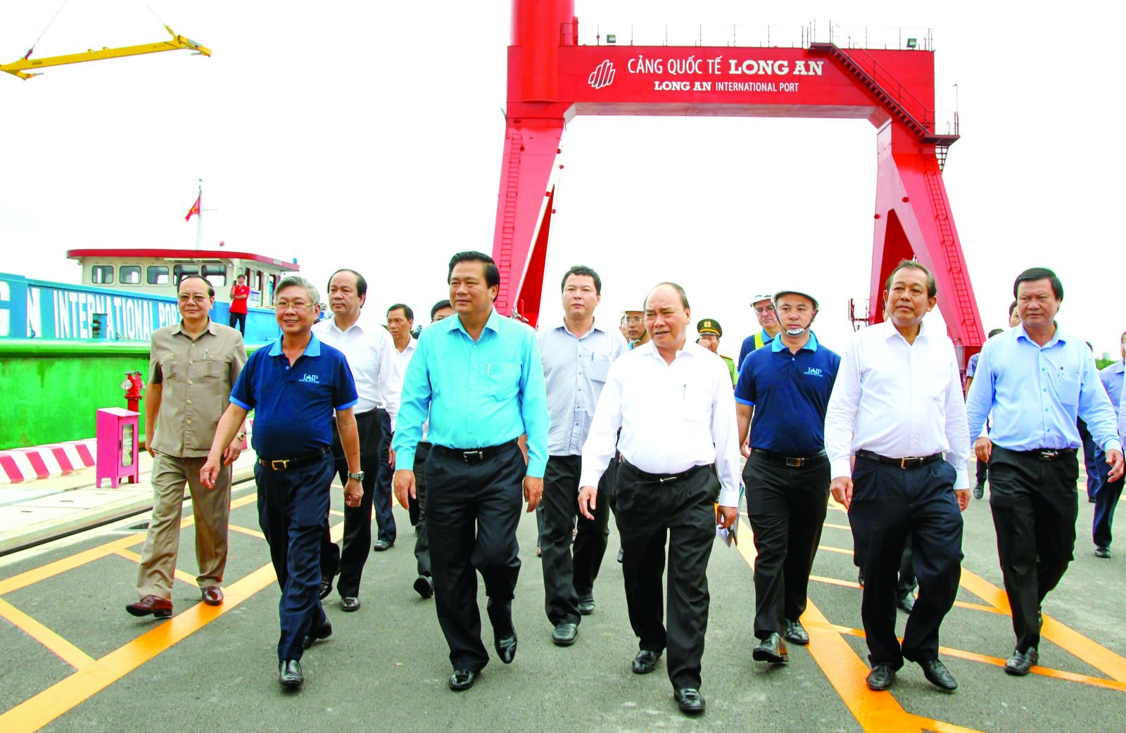 Prime Minister - Nguyen Xuan Phuc and leaders of ministries, branches and provinces visit Long An International Port (Photo: MHD)