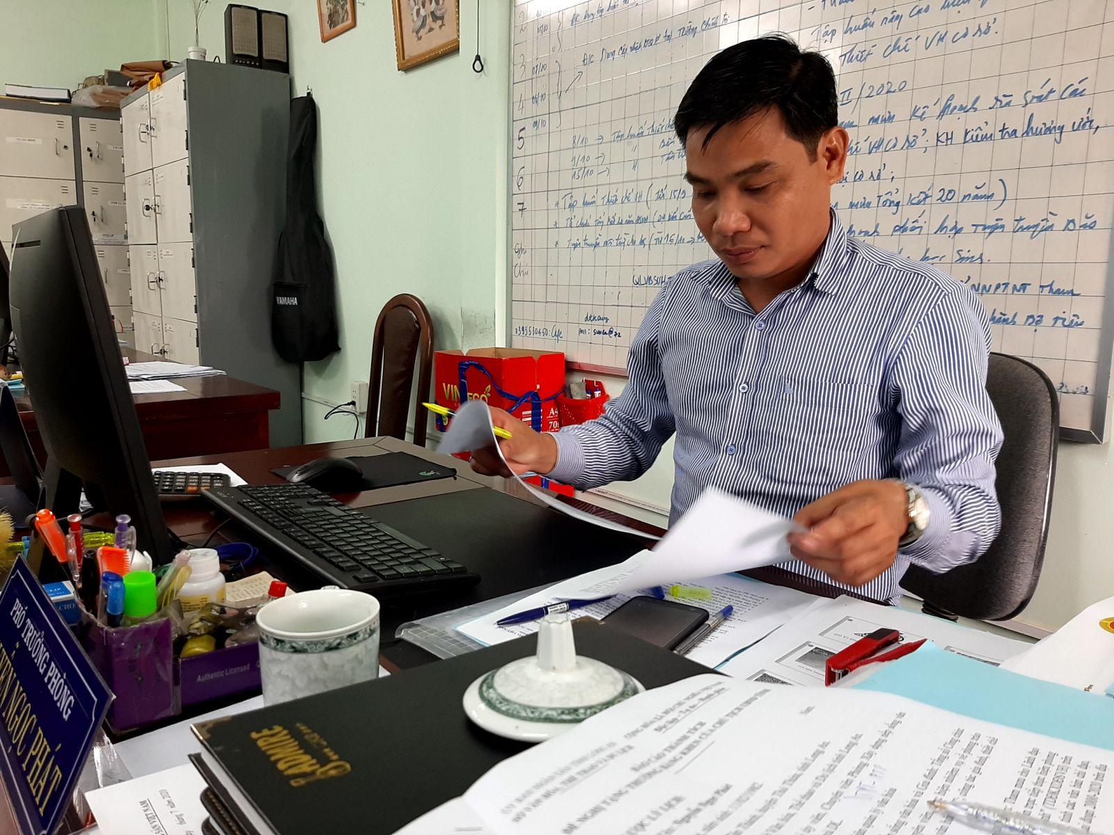 Làm công tác tham mưu nên anh Nguyễn Ngọc Phát luôn yêu cầu bản thân nắm rõ tình hình kinh tế, văn hóa của toàn tỉnh và đặc điểm riêng của từng địa phương để văn bản tham mưu có thể sát thực tế và áp dụng có hiệu quả