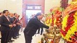 Phó Thủ tướng Thường trực Chính phủ - Trương Hòa Bình cùng đại biểu dự Đại hội Đảng bộ tỉnh Long An viếng Nghĩa trang liệt sĩ